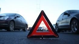Видео: минивэн отбросило впешехода врезультате ДТП вПетербурге