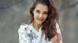 «Больше солнца, меньше грусти»: Тарханова очаровала фанатов лучезарной улыбкой