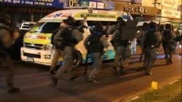 Стрелку, захватившему заложников вТЦТаиланда, удалось скрыться