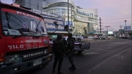 Взрывы слышны вТЦТаиланда, где находится мужчина, убивший 20 человек