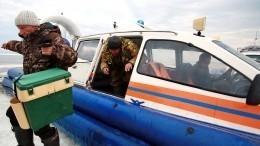Более 20 рыбаков застряли наотколовшейся льдине вФинском заливе вПетербурге