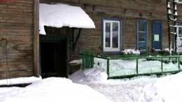 Туалет-палатка: жители аварийного дома вАрхангельске организовали уборную водворе