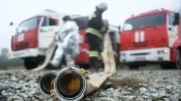 Крупный пожар площадью две тысячи квадратных метров произошел вЧелябинске