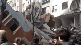 Семиэтажное здание обрушилось вцентре Стамбула