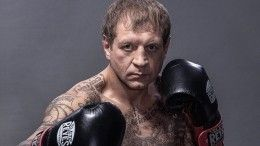 Александр Емельяненко подарил Рамзану Кадырову пояс чемпиона РЕН ТВ