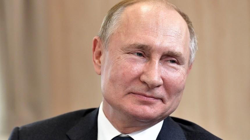 «Враскоряку»: переводчики Путина рассказали онеожиданных фразах президента РФ