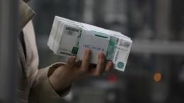 Россиянка нашла миллион рублей втуалете самолета