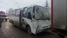 Пять человек пострадали вДТП спассажирским автобусом под Екатеринбургом