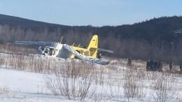 Фото жестко приземлившегося вМагадане самолета