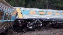 Пассажирский поезд сошел срельсов вАвстралии, пассажиры заблокированы