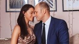 «Дыхание любви»: Константин Соловьев опубликовал романтичный снимок сженой