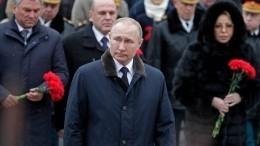 Владимир Путин возложил венок кМогиле Неизвестного Солдата