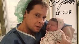 Легендарный хоккеист Павел Буре может стать отцом вчетвертый раз