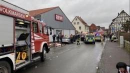 Восемнадцать детей получили травмы после наезда автомобиля напараде вГермании