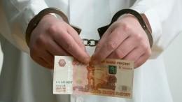 «Экстрасенсы» украли упенсионерки 300 тысяч рублей входе обряда поснятию порчи