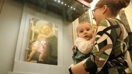 Посетительнице Эрмитажа запретили кормить ребенка грудью