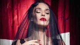 Алена Водонаева нафоне разбирательств спостом про аборты улетела вЛондон
