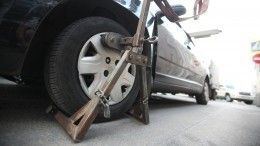 Видео: ВоВладивостоке автоледи бросилась под увозивший еемашину эвакуатор