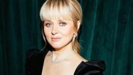 «Устрицы под шубой»: Надежда Михалкова пошутила над сестрой Анной