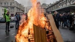 Демонстранты подожгли здание Лионского железнодорожного вокзала вПариже