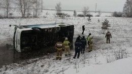 Автобус сдетской футбольной командой перевернулся под Ульяновском, одному человеку оторвало руку