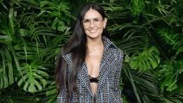 Деми Мур всексуальном платье свела фанатов сума наНеделе моды вПариже