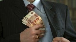 Иркутский чиновник вовремя задержания завзятку пытался съесть улику, ноподавился