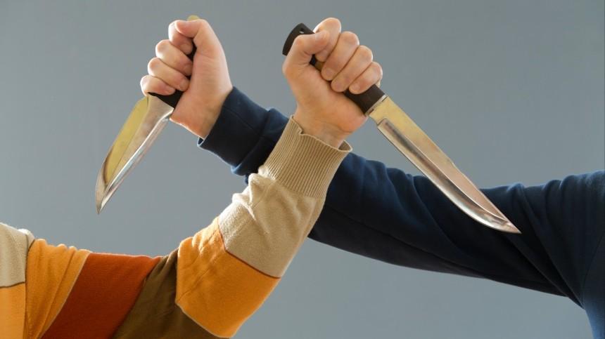 ВПодмосковье двое мужчин исполосовали друг друга ножами