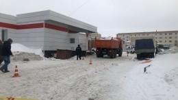 ВЮгре заведующую детским садом вовремя уборки снега задавил КАМАЗ