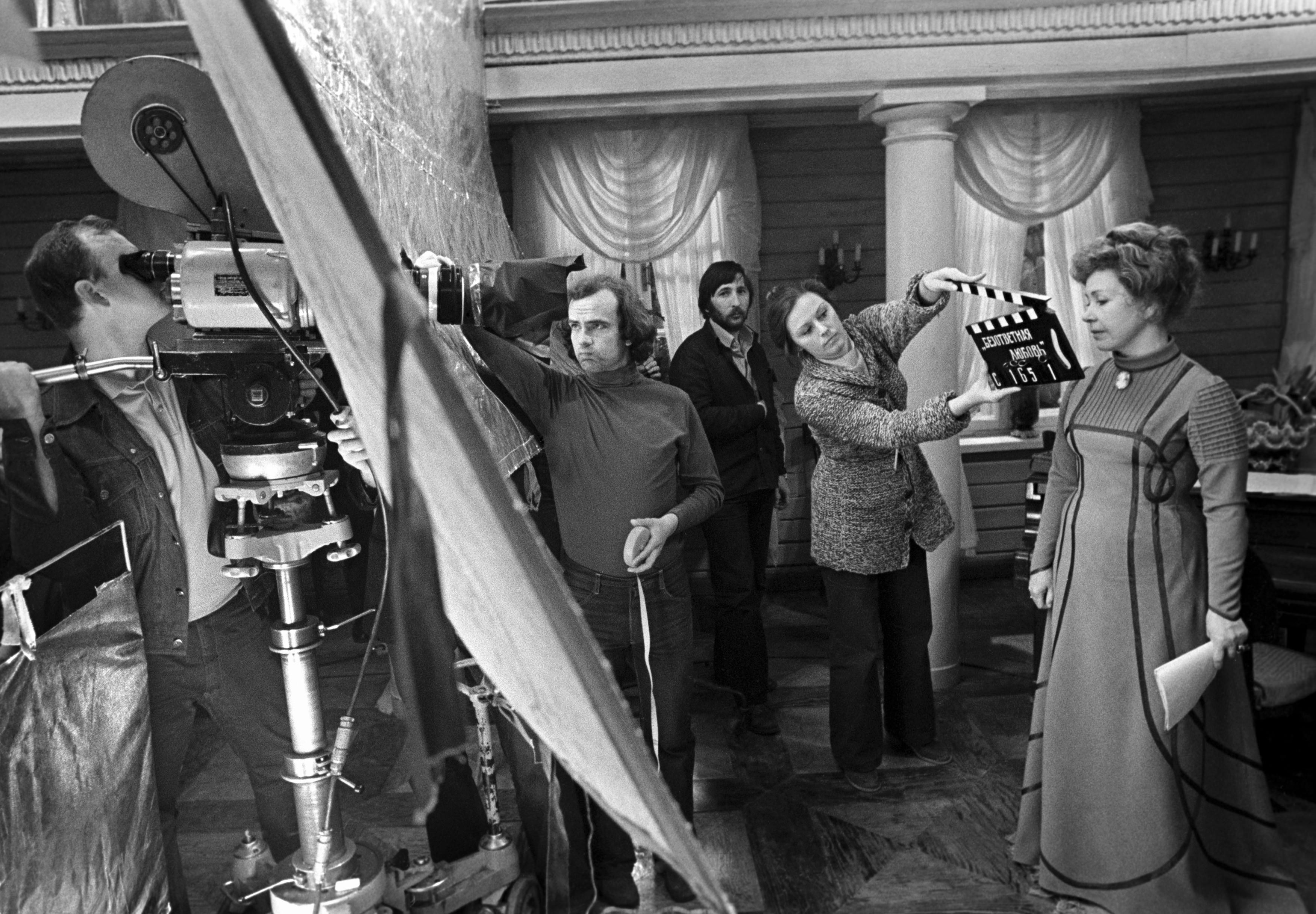 Инна Макарова накиностудии «Мосфильм» вовремя съемок фильма «Безответная любовь», 1979 год.