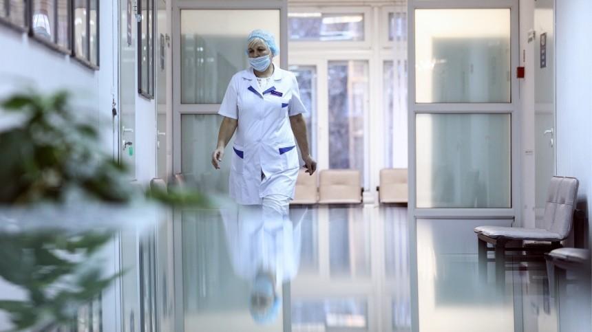 Целый этаж поликлиники закрыли вПетербурге из-за подозрения накоронавирус