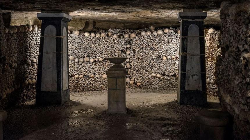 Один из тоннелей катакомб Парижа