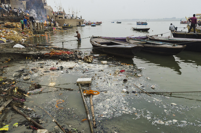 Река Ганг в одном из районов города Варанси в Индии