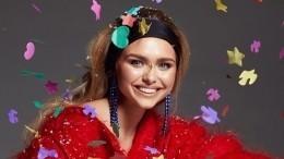 Стеша Маликова выбрала вкачестве аксессуара томик «Лолиты», аеесравнили сДжоли