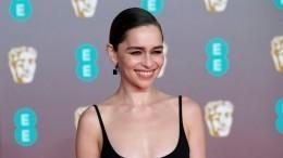 Актриса, сыгравшая Дейенерис в«Игре престолов», рассказала обукраденном для нее сосъемок подарке