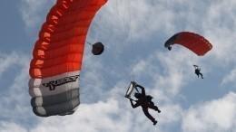 Путин оценил современное парашютное производство ивспомнил, как прыгал сам