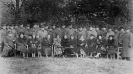 «Хранившие семейное тепло»: опубликованы уникальные фотографии, посвященные женам полководцев ВОВ