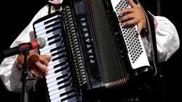 НаУкраине сироту затравили заисполнение советской песни «Смуглянка»