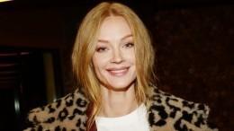 «Какаяже крутая!»— 37-летняя Светлана Ходченкова похвасталась фигурой вбикини наотдыхе вОАЭ