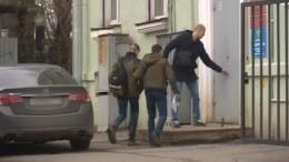 Подозреваемого вубийстве сына судьи привезли надопрос— видео