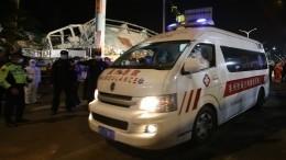 Мать иеесына вытащили живыми из-под завалов рухнувшей гостиницы вКитае