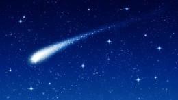 Очевидцы сняли навидео падение метеорита внебе над Петербургом