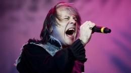 Видео: Толпа фанатов встретила вокалиста Iron Maiden в«Пулково»
