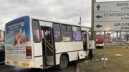 Момент жесткого ДТП смаршруткой вПетербурге попал навидео