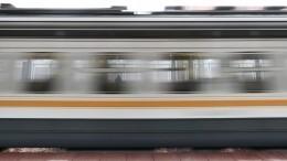 Видео: Пассажира электрички вПодмосковье намотало наколеса поезда (18+)