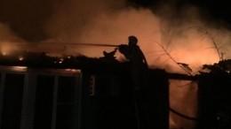 Пожар охватил многоквартирный дом вАстрахани