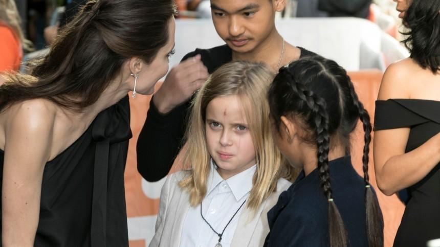 Младшая дочь Анджелины Джоли перестала одеваться под мальчика
