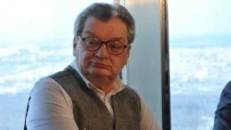 Состояние больного онкологией телеведущего Александра Беляева резко ухудшилось
