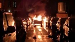Машина взорвалась исгорела вПетербурге— видео