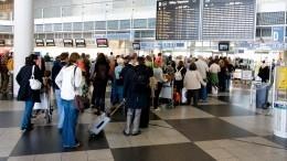 «Надеюсь, завтра все решится»: турист изРФрассказал овозвращении изЧерногории